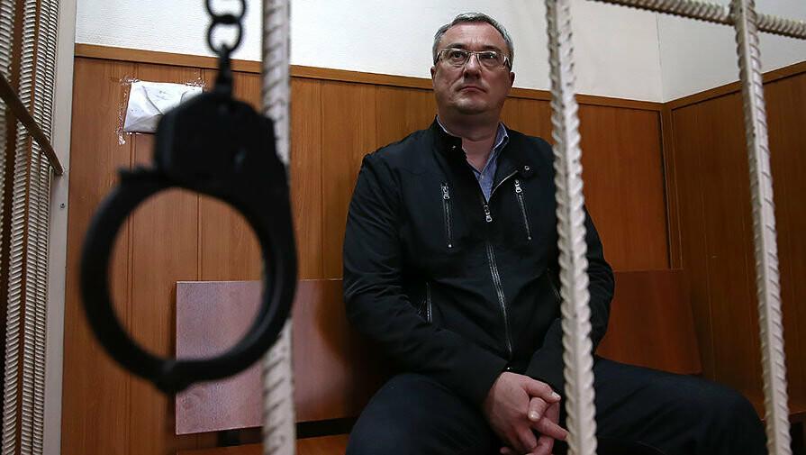 Бывшего главу Республики Коми Вячеслава Гайзера задержали 19 сентября 2015 года вместе с несколькими чиновниками администрации Коми, Газета.ру