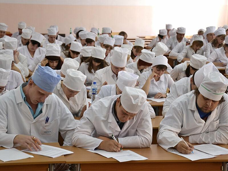 высшее образование все еще важно в сферах, имеющих повышенную общественную значимость и ответственность: в медицине, фармацевтике, строите..., Воронеж