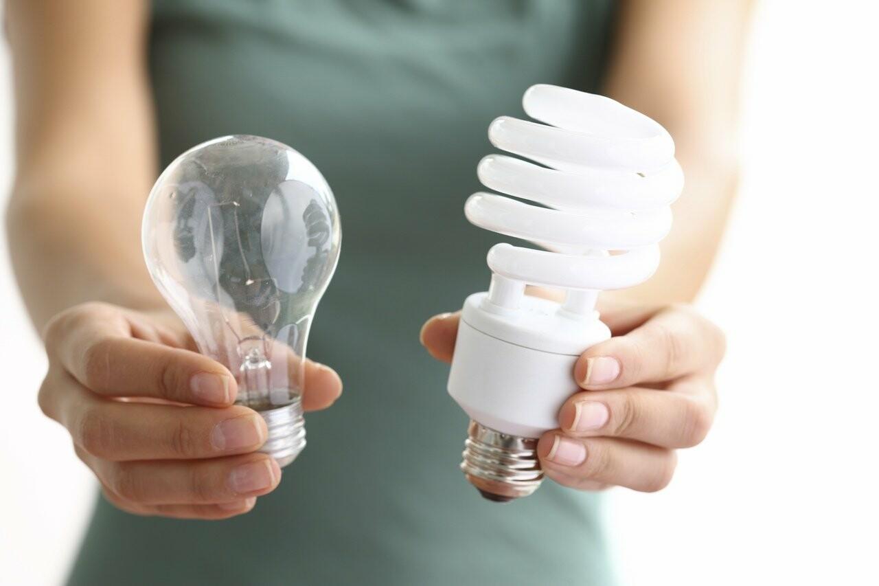 Чтобы сэкономить на электроэнергии, необходимо заменить лампы накаливания на энергосберегающие, Павел Королев