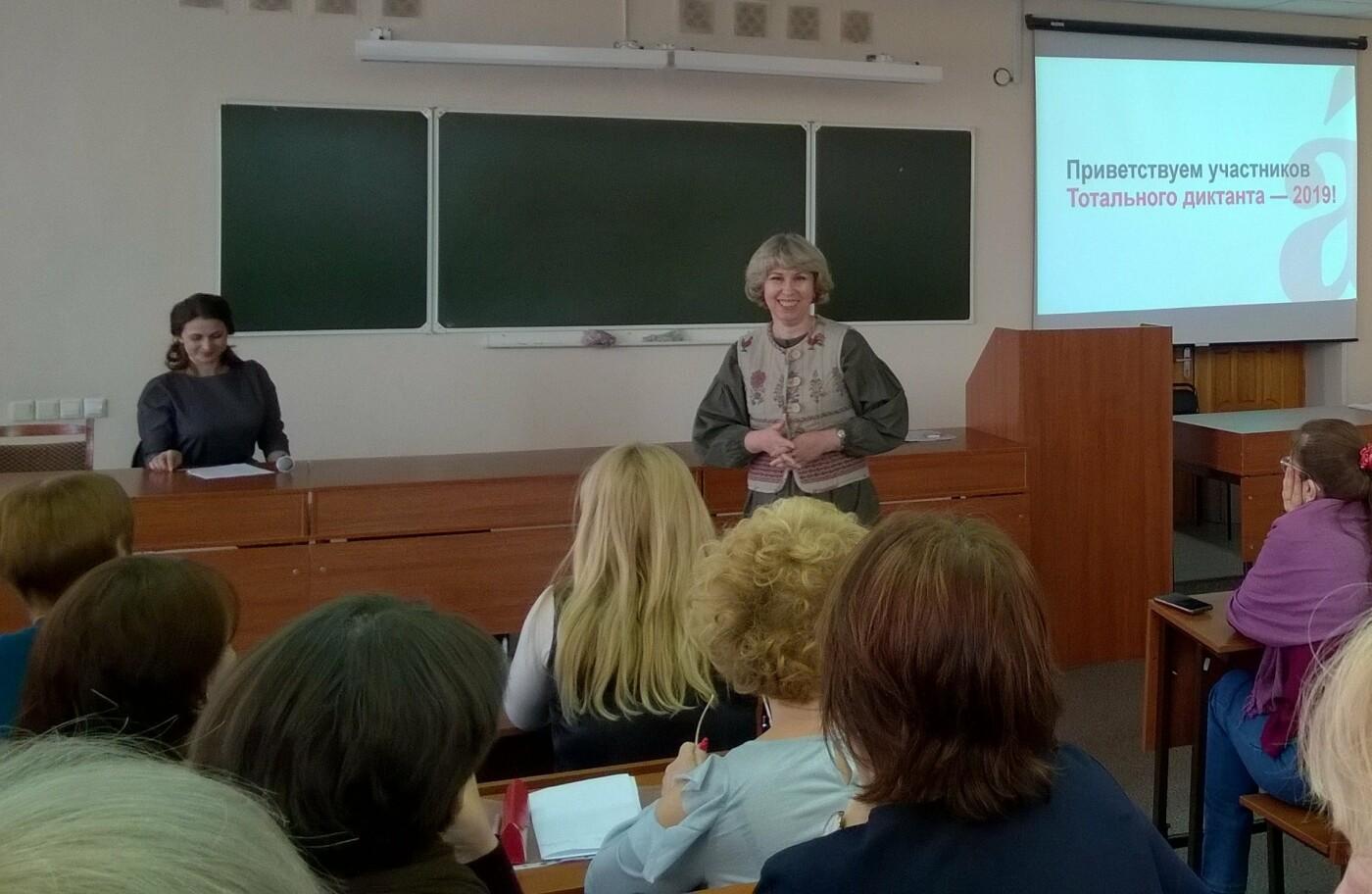 Местным чтецом (или, как было объявлено публике, «диктатором») выступила Светлана Малькова