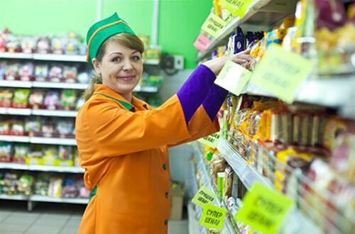 организация ищет товароведа и предлагает зарплату в 25000 рублей