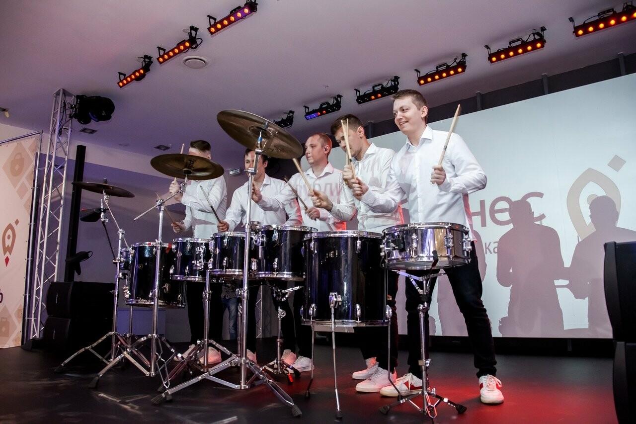 После музыкальной паузы (перед гостями выступил ансамбль барабанщиков и показано световое шоу) состоялась официальная церемония открытия мероприятия